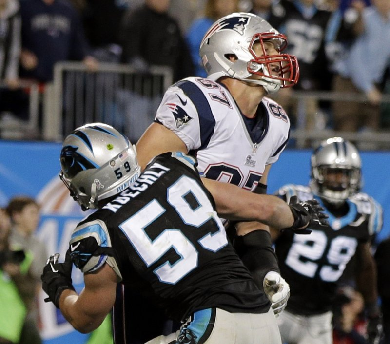 . <p><b> Broncos at Patriots (+2½):</b> <p>New England fans cried foul after Rob Gronkowski was mugged by Luke Kuechly on the final play Monday night. Officials apparently decided to pick up the penalty flag they threw because they thought Tom Brady�s pass was uncatchable ... and because they hate Bill Belichick. <p>Pick: <b>Broncos by 7</b> <p>   (AP Photo/Chuck Burton)