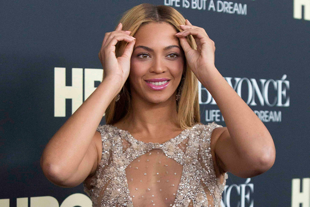 ". Singer Beyonce attends HBO\'s New York premiere of her documentary ""Beyonce - Life is But a Dream\"" in New York February 12, 2013. REUTERS/Andrew Kelly"