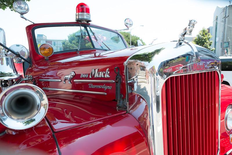 Mack Fire Engine F6424.jpg