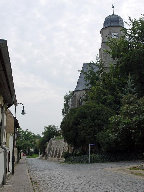 2005-09-10_06218 die Kirche in Profen befindet sich auf einem Hügel the church in Profen is located on a hill