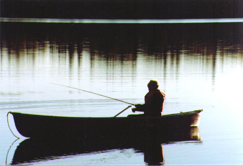 Wayne fishing on Wik Lake  01-2.jpg