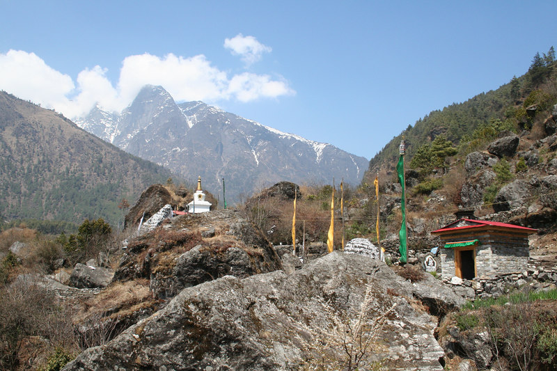 Shrines on path to Phakding.JPG