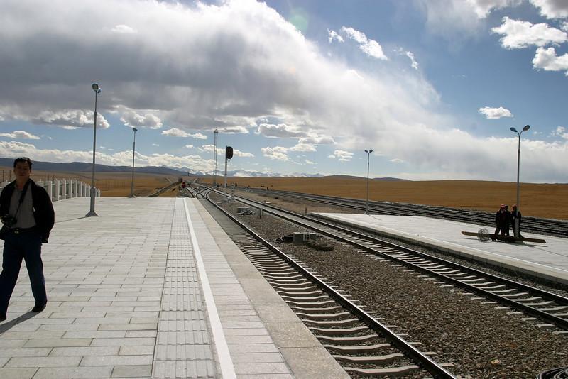 Platform view toward Lhasa,  NA QU station stop, 14,803ft (4513M) Elevation Qinghai -Beijing to Tibet Railway, Beijing to Lhasa  Oct  2006