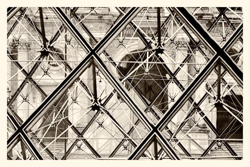 Louvre_20141216_0005-B&W.jpg