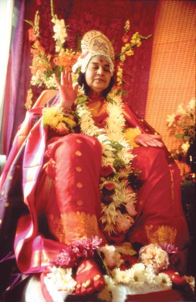Rajalakshmi Puja, Paris, 1983 (Ray Harris photo)