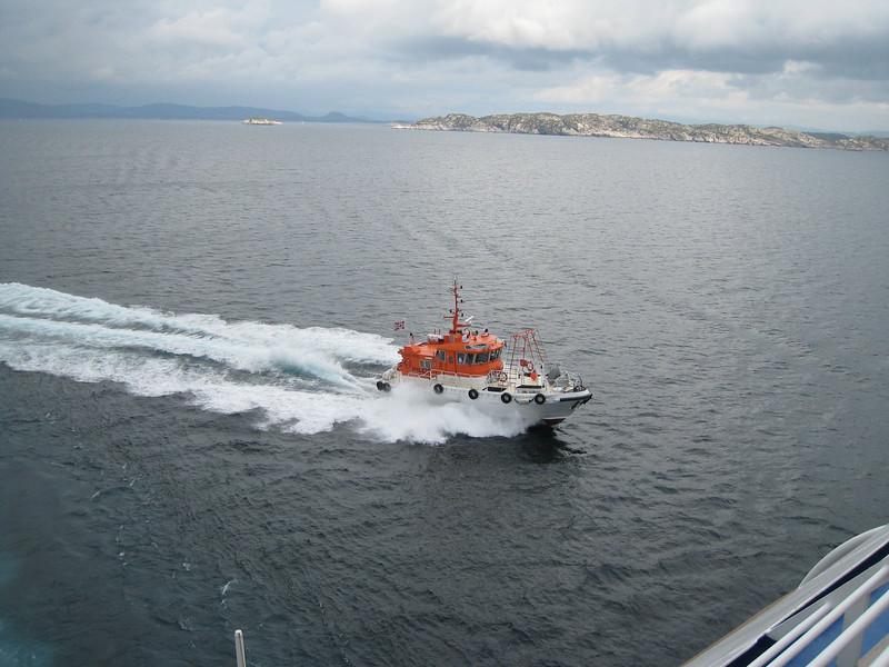 Pilot Boat - leaving Bergen