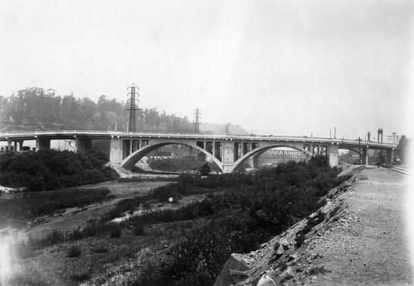 1928, New Bridge