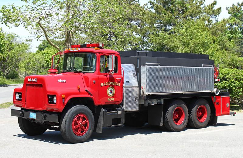 Tanker 464   1983 Mack DM   300 / 2000