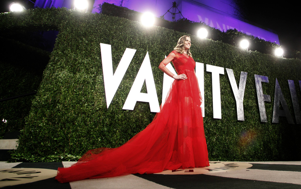 Description of . Hilary Swank poses at the 2013 Vanity Fair Oscars Party in West Hollywood, California February 24, 2013.  REUTERS/Danny Moloshok