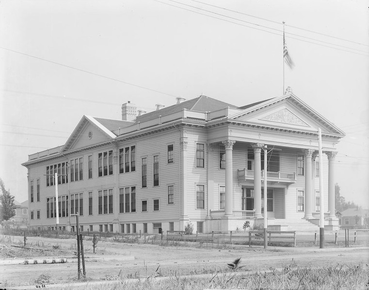 Exterior view of the Highland Park School on Monte Vista Street, ca.1905