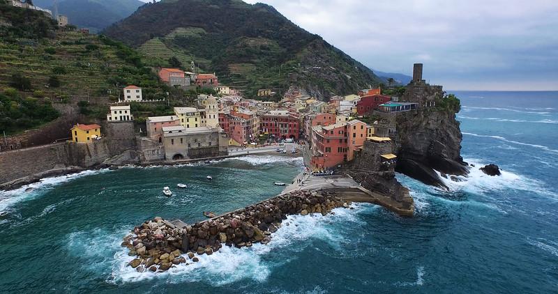 Vernazza-and-the-Sea-3k.jpg