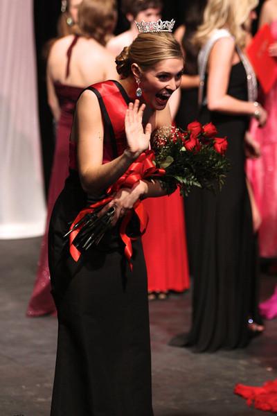 Sara Jolley, Miss Gardner-Webb, waves to an audience member