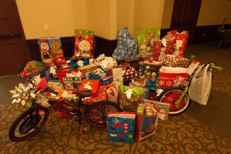 2013-12-15-FOCUS-Christmas-Presents_004.jpg