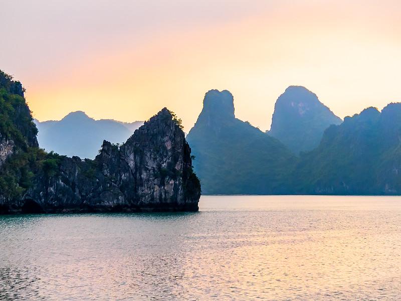 HaLong Bay Vietnam Cruise_P1090399.jpg