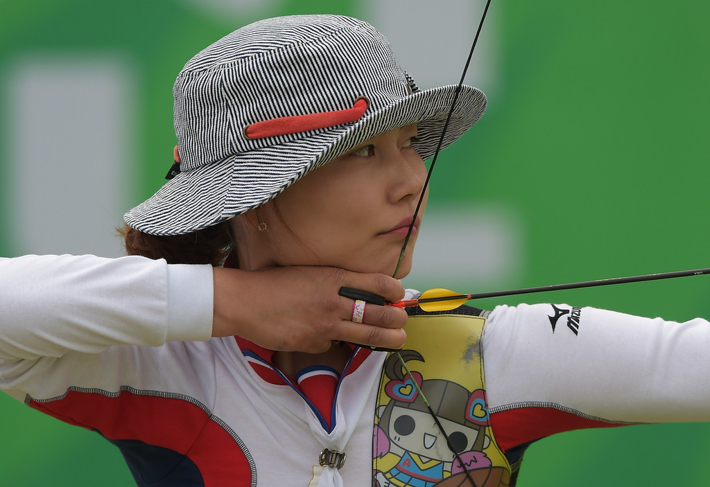 . Japan\'s Hayakawa Ren competes against China\'s Xu Jing during the archey recurve individual bronze medal match at the 2014 Asian Games in Incheon on September 28, 2014. PORNCHAI KITTIWONGSAKUL/AFP/Getty Images