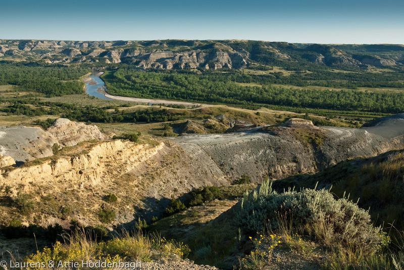 Little Missouri River in Theodore Roosevelt National Park  Filename: CEM009459-TRNP-ND-USA.jpg