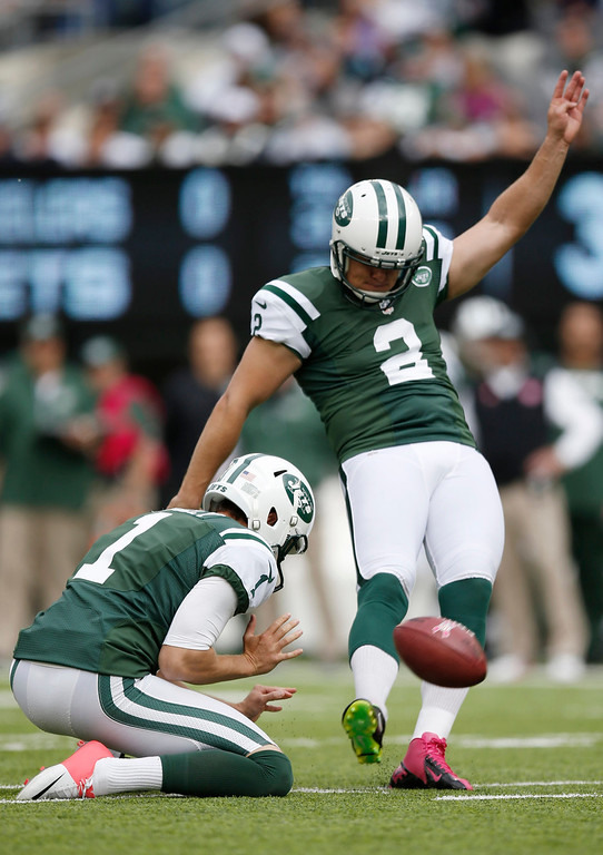 . New York Jets kicker Nick Folk (2) kicks a field goal during the first half of an NFL football game against the Pittsburgh Steelers Sunday, Oct. 13, 2013, in East Rutherford, N.J.  (AP Photo/Kathy Willens)