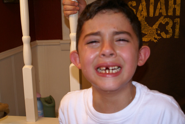 Symon Looses 1st Tooth