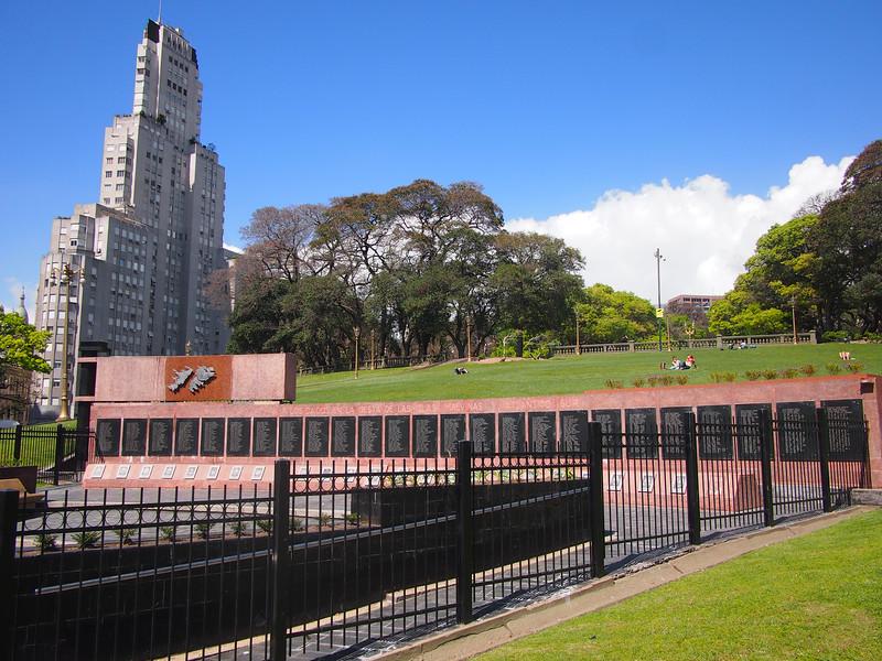 PA123881-malvinas-memorial.JPG