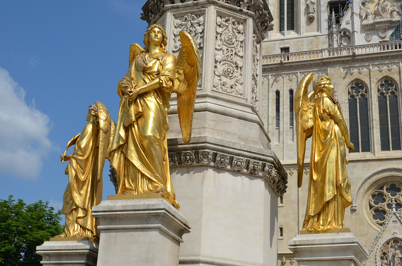 DSC_0390-zagreb-cathedral-golden-angels.JPG