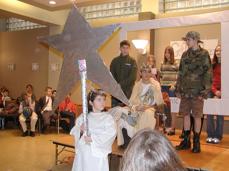 2002-12-21-HT-Christmas-Pageant_138.jpg
