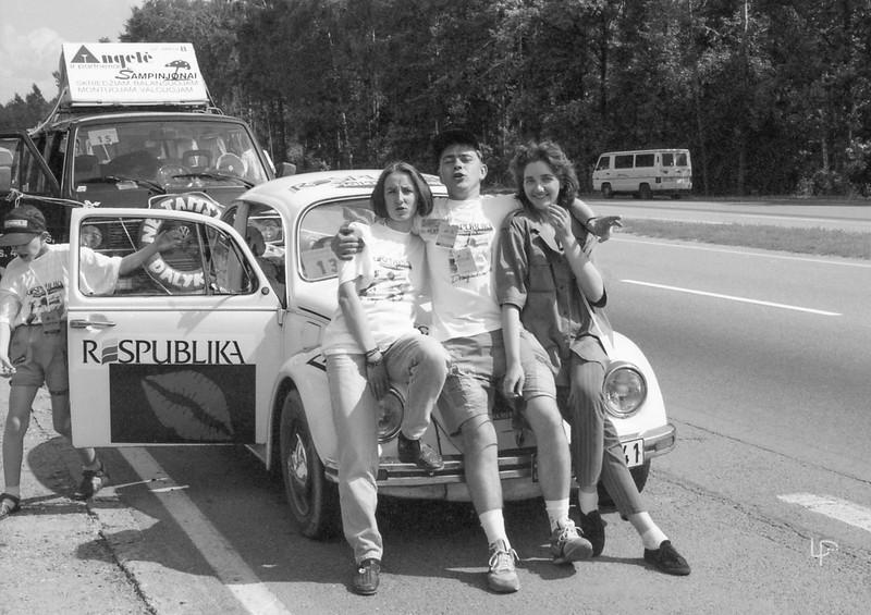 """""""Didžiosios Lenktynės"""".'Respublikos"""" laikraščio ekipažas su Julium Girdvainiu ir irma Labutiene (kairėje)"""