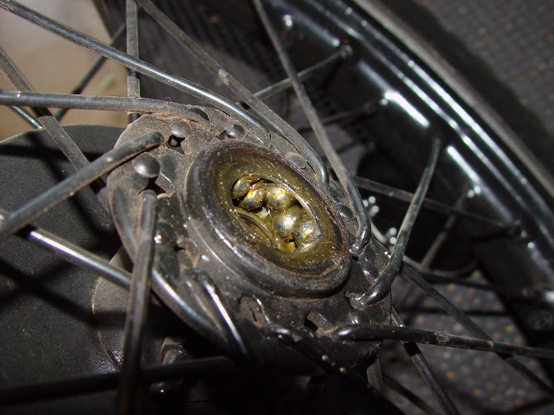 Front bearing - wrong balls of course
