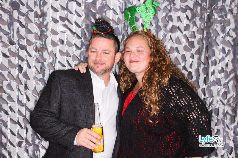 red-hawk-2017-holiday-party-beltsville-maryland-sheraton-photo-booth-0217.jpg