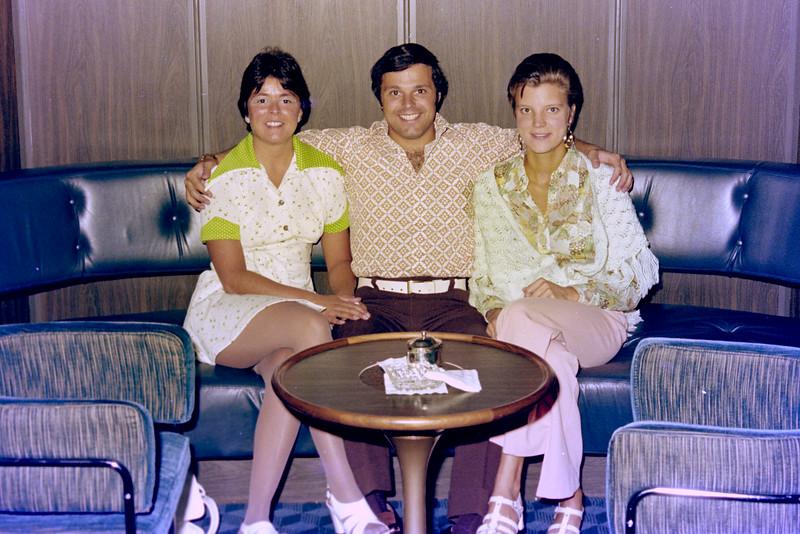 1975-7-21 #2-1 Regina & Jim In Fla.jpg