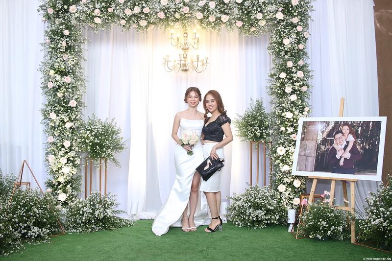 Vy-Cuong-wedding-instant-print-photo-booth-in-Bien-Hoa-Chup-hinh-lay-lien-Tiec-cuoi-tai-Bien-Hoa-WefieBox-Photobooth-Vietnam-109.jpg