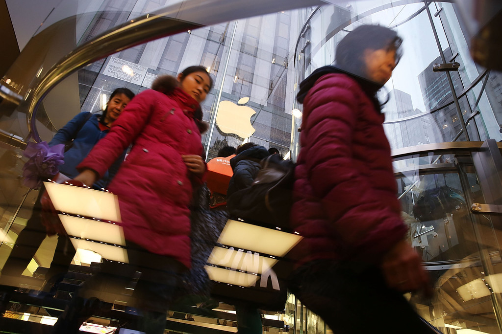 . Some of the first customers in line walk into the Apple Store to purchase the new iPad Air, the fifth generation of its tablet on November 1, 2013 in New York City. (Photo by Spencer Platt/Getty Images)