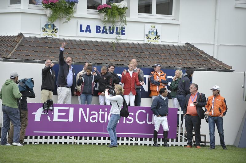 JUMPING : L'équipe belge, regardant le tour de GregoryWATHELET sur Euphony Cadjanine Z COUPE DES NATIONS 2012 -  CSIO DE LA BAULE 2012 - PHOTO : © CHRISTOPHE BRICOT