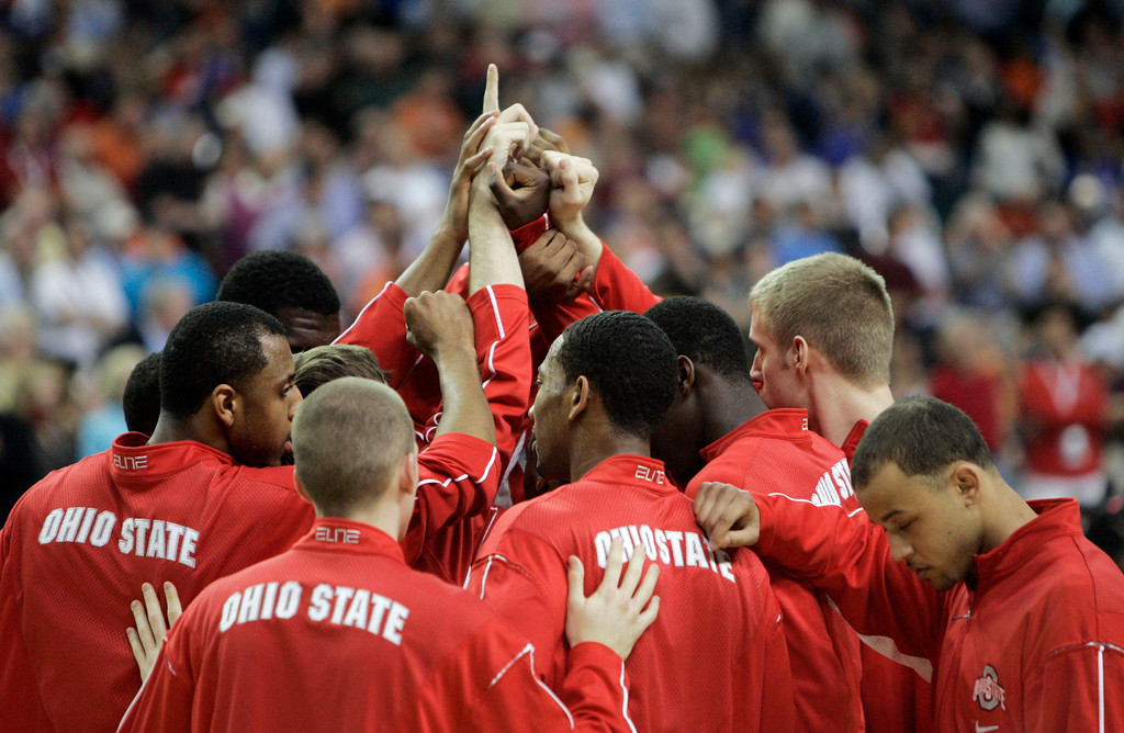 . The Ohio State Buckeyes gather before the start of  their men\'s championship basketball game against Florida  at the Final Four in the Georgia Dome in Atlanta Monday, April 2, 2007. (AP Photo/Mark Humphrey)