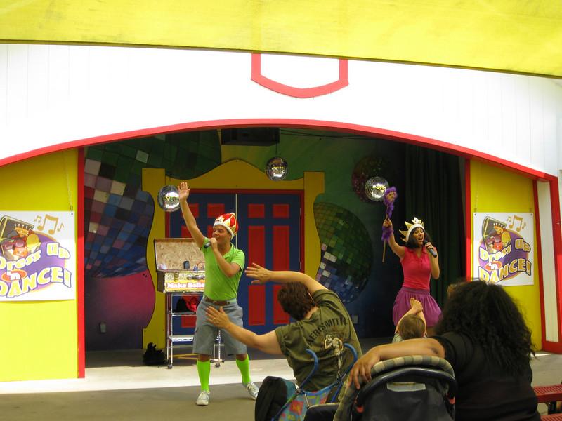Dress Up & Dance kiddie show.