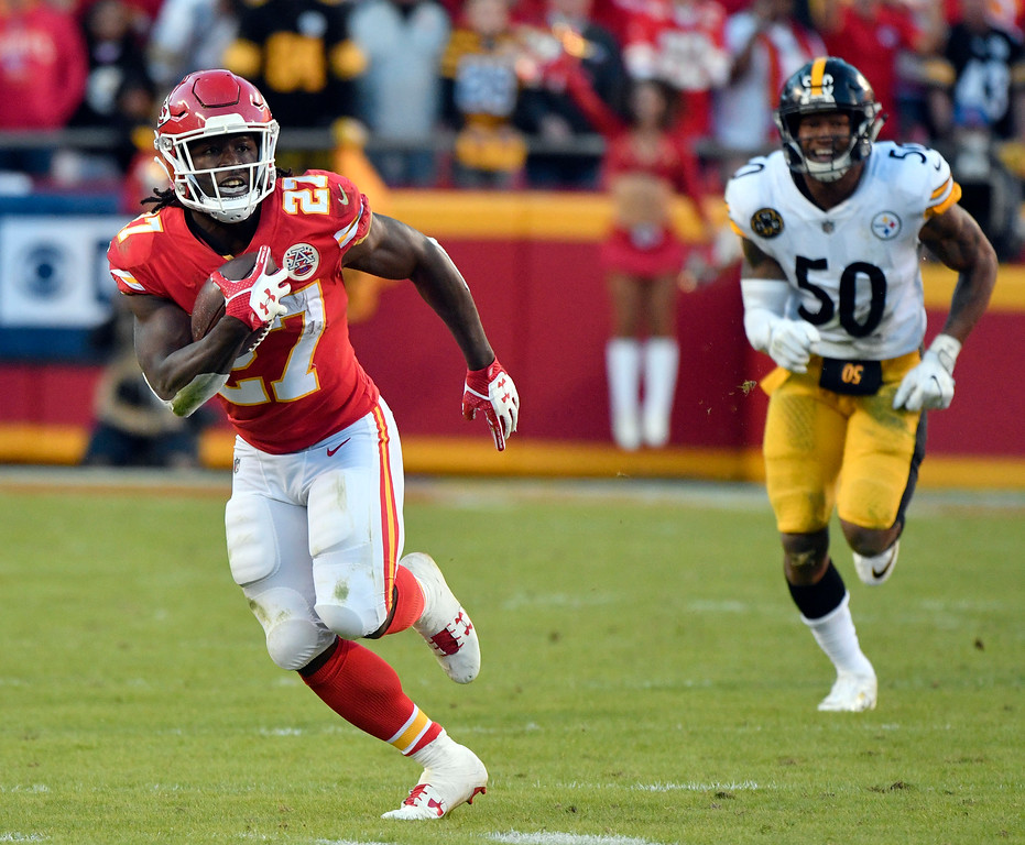 . Kansas City Chiefs running back Kareem Hunt (27) runs in front of Pittsburgh Steelers linebacker Ryan Shazier (50) during the second half of an NFL football game in Kansas City, Mo., Sunday, Oct. 15, 2017. (AP Photo/Ed Zurga)