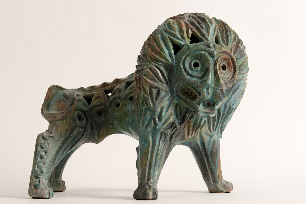 . A 1960s Italian ceramic sculpture for sale on Hunters Alley new website. Hunters Alley launches its new resale website January 22 with a selection of pre-owned furnishings and art starting at $25. (Photo by Michael Owen Baker/L.A. Daily News)