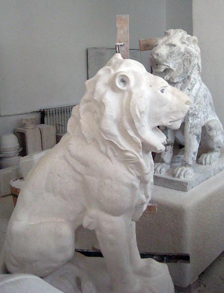 2011 0906 stone lions2Pucisca.jpg