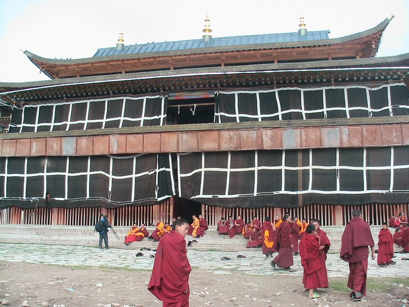tibetan monks, gansu province.jpg