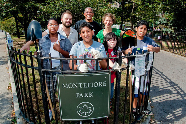 Montefiore Park Neighorhood Association's first Clean Up day of the Fall, 2010