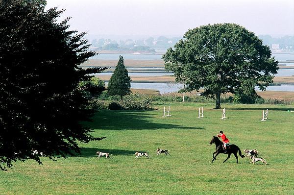 10.06.07 Norfolk Hunt rides in Westport