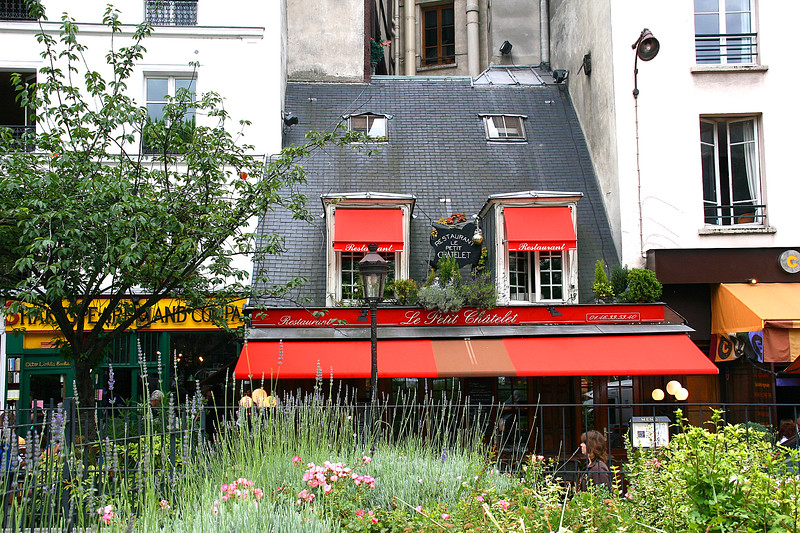 A little hidden gem of a cottage, right in the heart of Paris