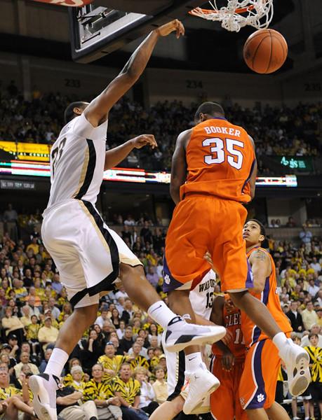 Johnson drive dunk 02.jpg