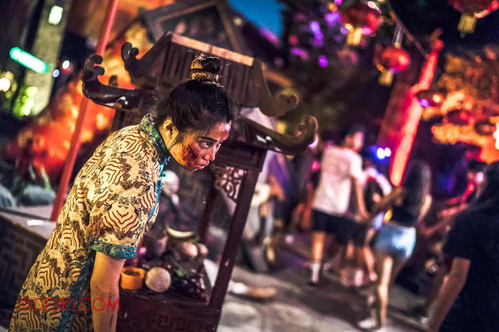 Halloween Horror Nights 7 - Happy Horror Days scare zone / Chinese New Year Girl by the altar