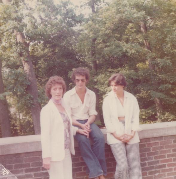 1976 Viv, Kris and Teri.jpeg