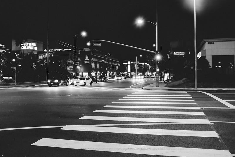 AlikGriffin_FujiX100T_Street_Cross.jpg