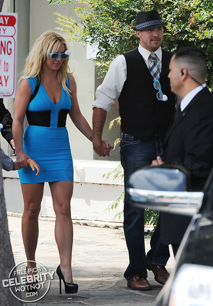 """Britney Spears In Blue Smurf-Inspired Dress with """"Everyday Dave� Lucado!"""