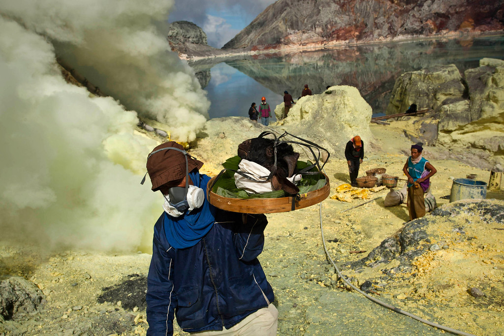 . A miner carry a goats head for burial in the crater as part of an annual offering ceremony on the Ijen volcano on December 17, 2013 in Yogyakarta, Indonesia.  (Photo by Ulet Ifansasti/Getty Images)