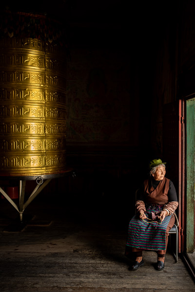 tibet woman temple sichuan china portrait buddhism-3.jpg
