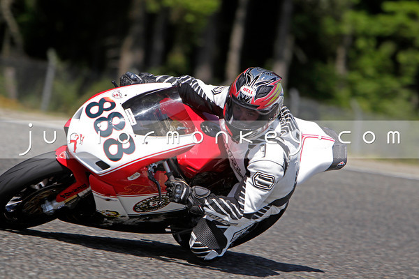 888 - Red White Duc