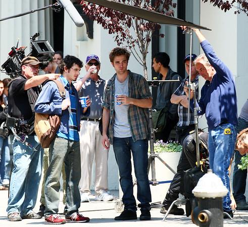 2009-06-15 - Robert Pattinson filming